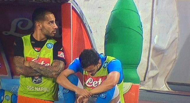La foto di Manolo Gabbiadini in panchina, sconsolato, durante Napoli - Bologna