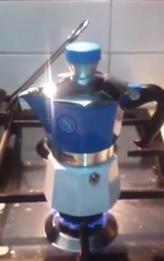 Laminato e finto parquet: Macchinetta del caffe del napoli